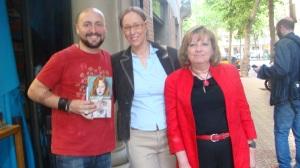 Con mi agente, Déborah Albardonedo, y la escritora (y compañera de agencia) Mª Ángeles López de Celis.