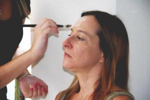 Roser Batalla, en plena sesión de maquillaje. Realizado por Irene Borrell Villanueva