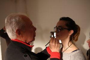 Carlos, haciendo pruebas de maquillaje para la siguiente escena. (Foto de Patrici Pérez).